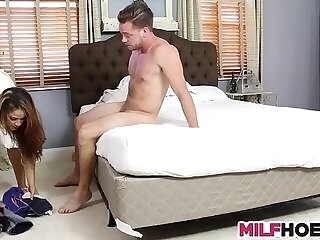 daughter-mommy-sharing-stepdaughter-stepson