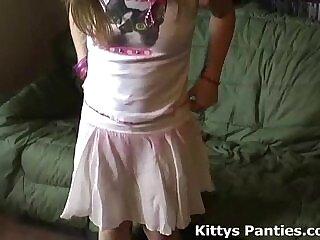cute-girl-petite-skirt-teens