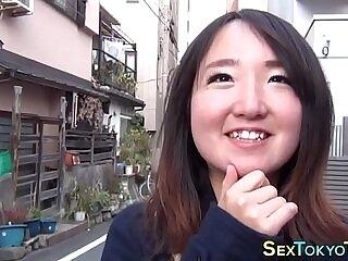 asian-babe-flashing-girl-japanese