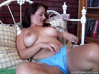 girl-horny-milfs-mother-sexy