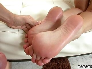 babe-foot-footjob-girl-oil
