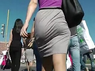 ass-big booty-shaking-street