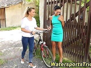 babe-girl-goldenshower-peeing-shower