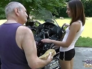 blowjob-girl-grandpa-hardcore-old and young-pussy