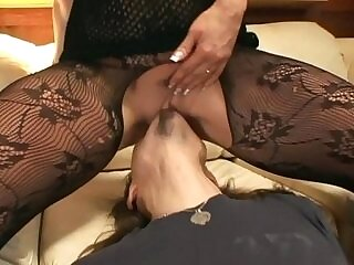 couch-cunnilingus-facesitting-oral-pantyhose-xxx